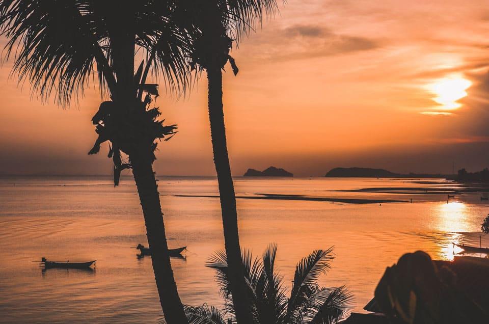 Coucher de soleil sur l'île de Koh Phangan en Thaïlande / Juin 2017